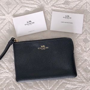 NWOT - Coach Dark Navy Blue Corner Zip Wristlet